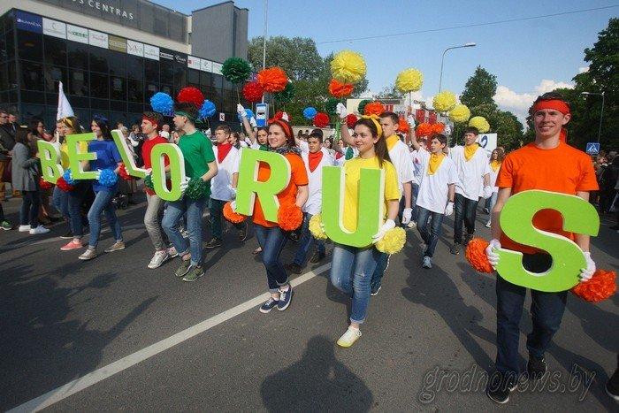 Фоторепортаж: в Друскининкае открытие летнего сезона отметили народными гуляниями и выпечкой 4-метровой «елки» (фото) - фото 21