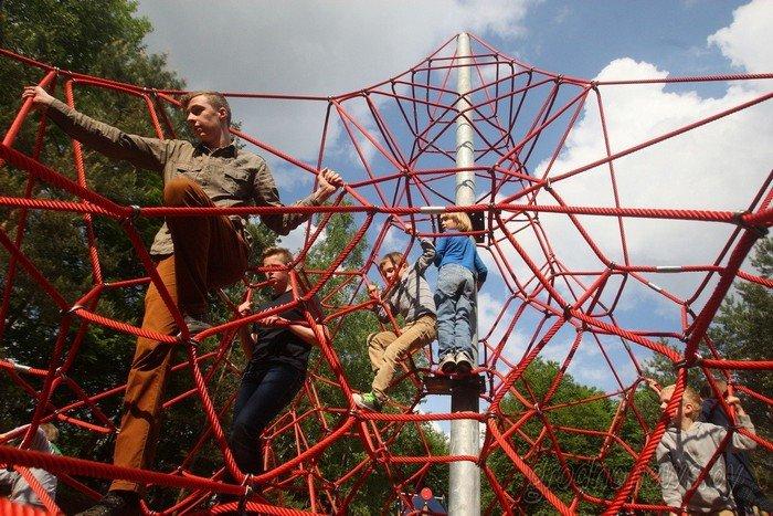 Фоторепортаж: в Друскининкае открытие летнего сезона отметили народными гуляниями и выпечкой 4-метровой «елки» (фото) - фото 16