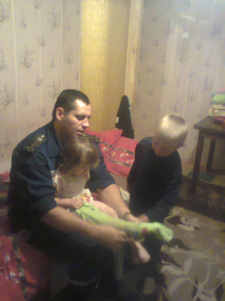 В Днепродзержинске оставленных без присмотра детей спасли от падения с балкона (фото) - фото 1