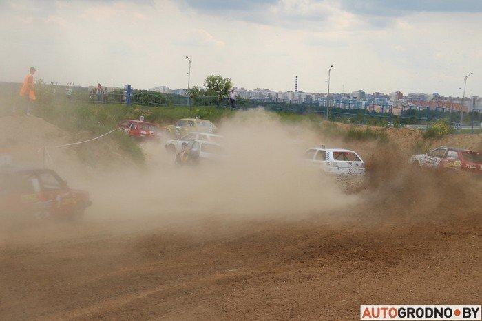 Жесткий автокросс в Гродно: каждый второй участник не дошел до финиша из-за таранов и переворотов (фото) - фото 1