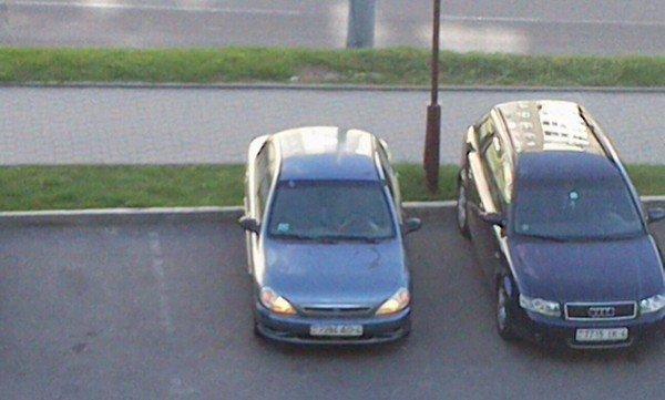 Фотофакт: гродненцы массово забывают выключить свет даже припарковавшись (фото) - фото 1