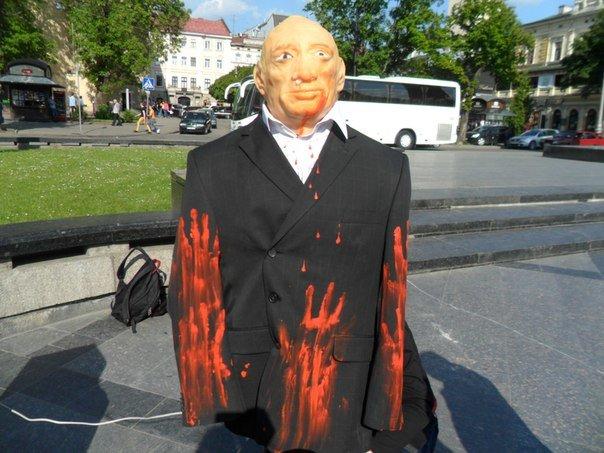 У центрі Львова відлупцювали Путіна (ФОТО+ВІДЕО) (фото) - фото 1