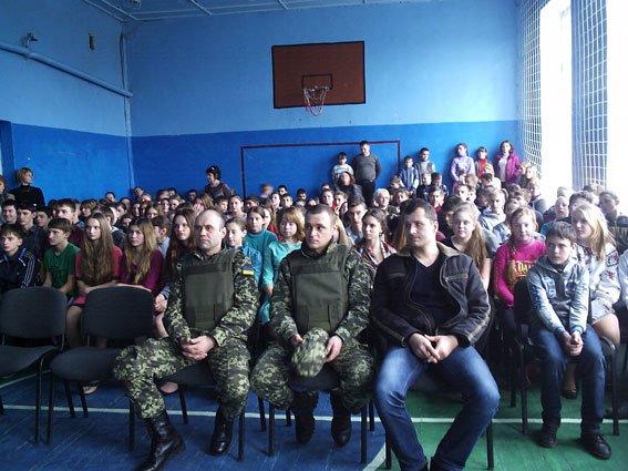 Бойцы роты особого назначения «Кременчуг» встретились с кременчугскими школьниками (ФОТО) (фото) - фото 1