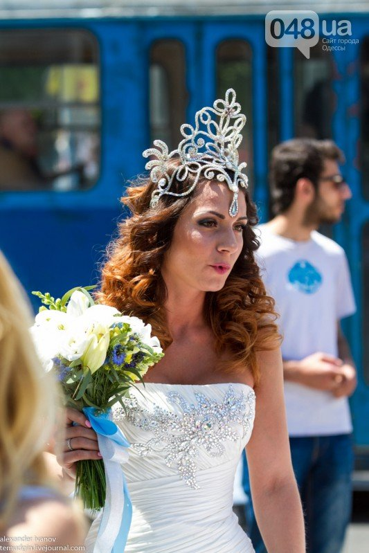 В центре Одессы порхали десятки невест (ФОТО) (фото) - фото 1