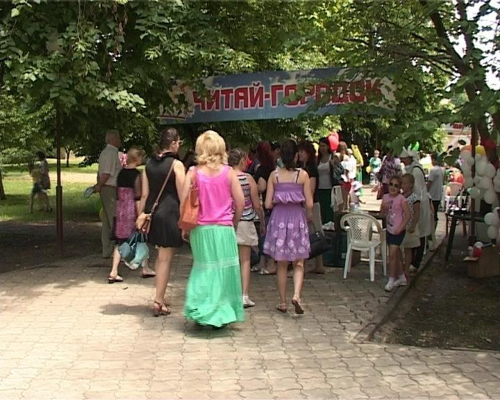 Первого июня  Центральный парк Армавира превратился в Город  детства (фото) - фото 1