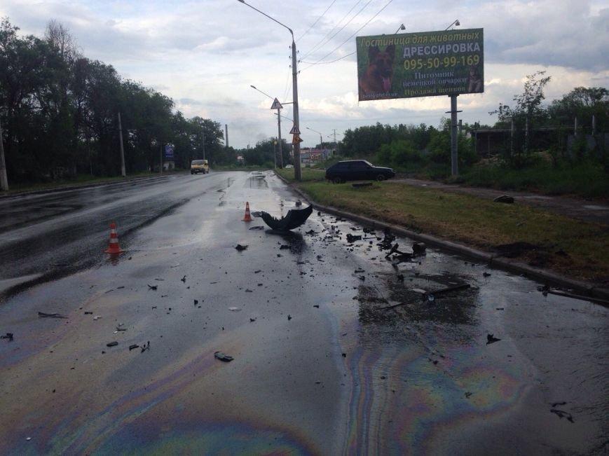 ДТП в Краматосрке: на ул. Орджоникидзе не разъехались две легковушки (фото) - фото 1