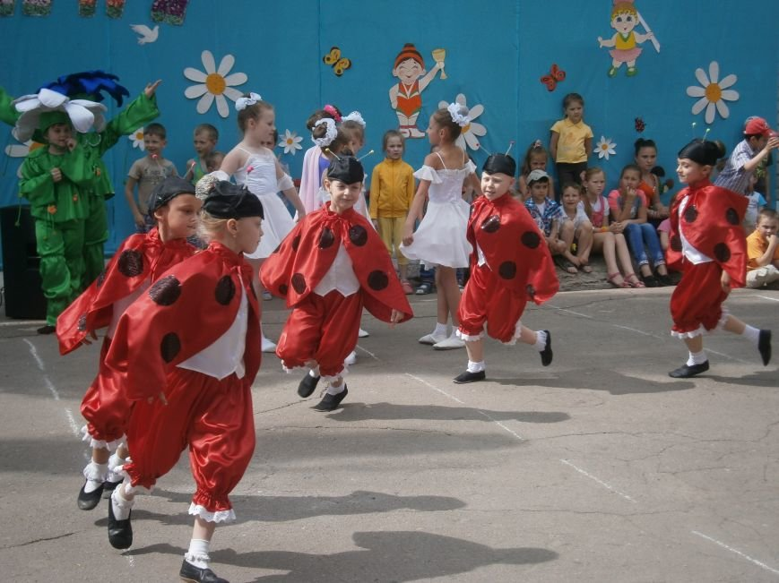 Коллектив Димитровской «Бригантины» поздравил детей с 1 июня (фото) - фото 5