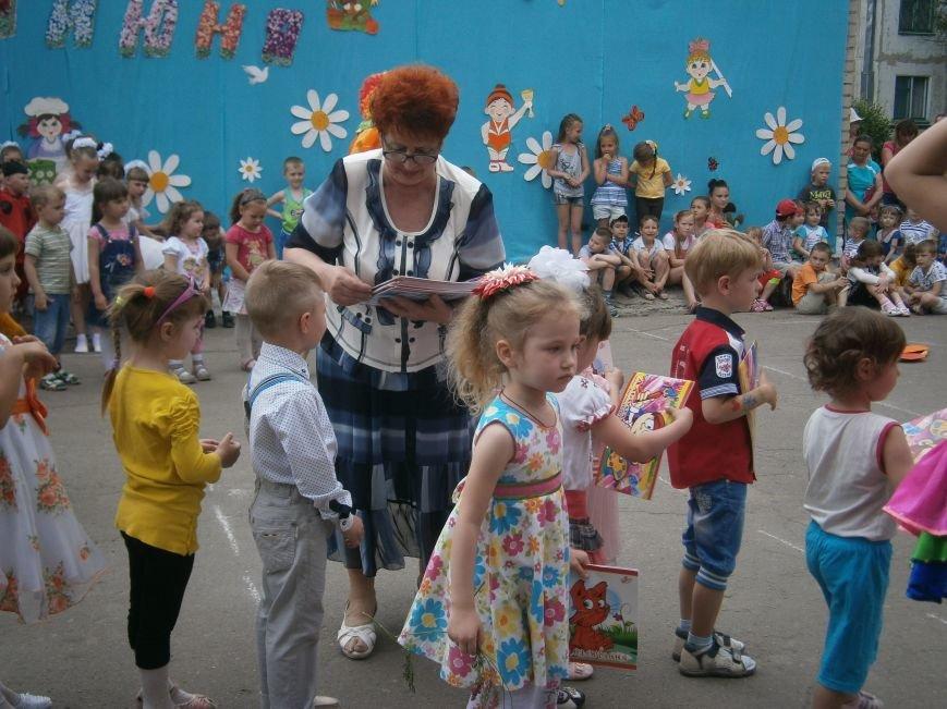 Коллектив Димитровской «Бригантины» поздравил детей с 1 июня (фото) - фото 4