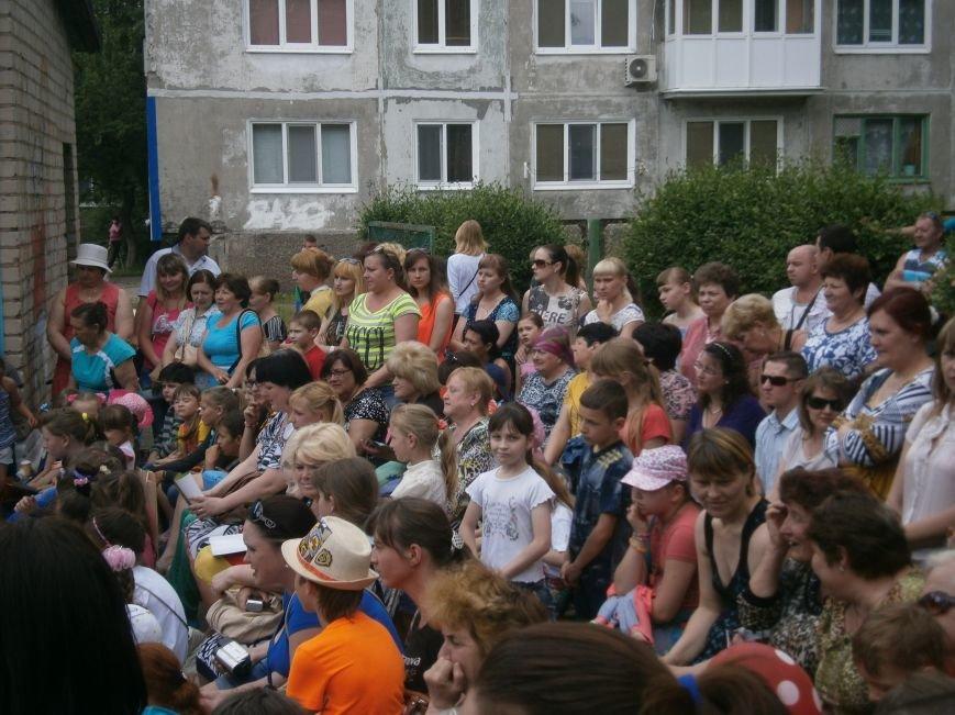 Коллектив Димитровской «Бригантины» поздравил детей с 1 июня (фото) - фото 2