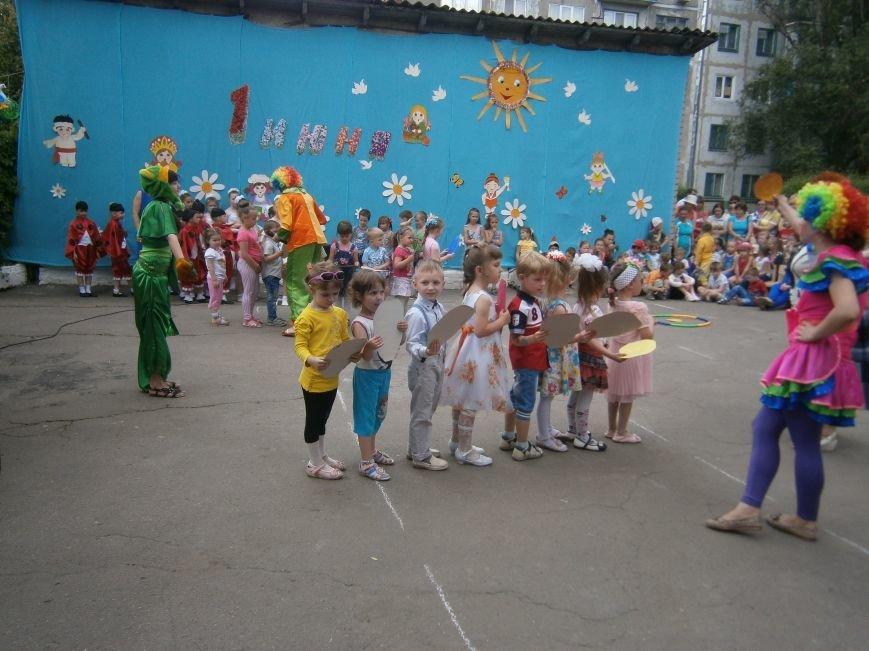 Коллектив Димитровской «Бригантины» поздравил детей с 1 июня (фото) - фото 1