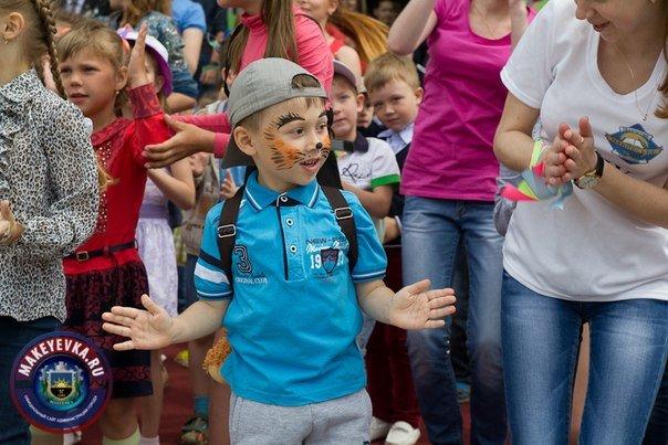 «Здравствуй, лето!». Макеевка отметила День защиты детей (фото) - фото 1