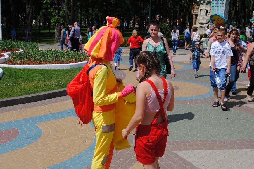 Харьковчане превратили аллею парка Горького в один огромный рисунок (ФОТО), фото-1