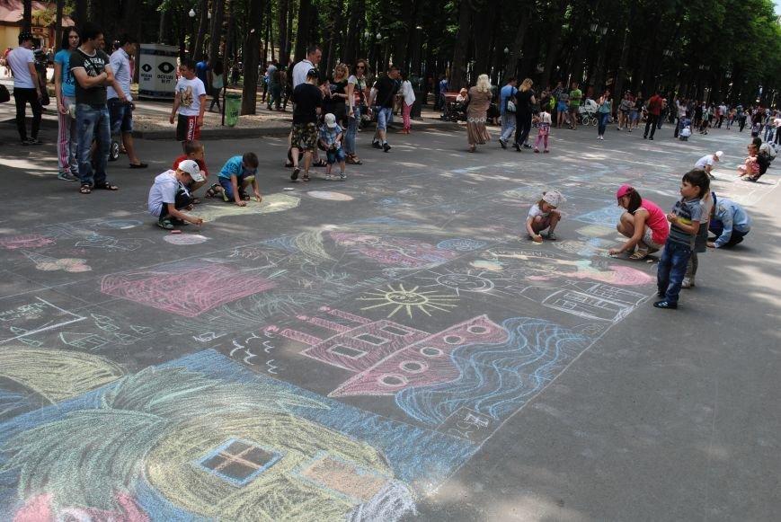 Харьковчане превратили аллею парка Горького в один огромный рисунок (ФОТО), фото-3