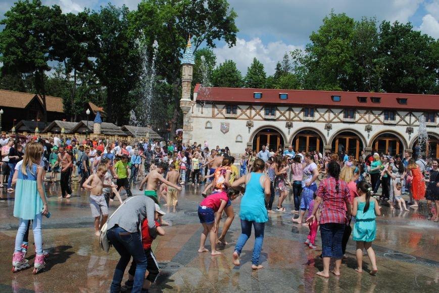 Харьковчане превратили аллею парка Горького в один огромный рисунок (ФОТО), фото-5