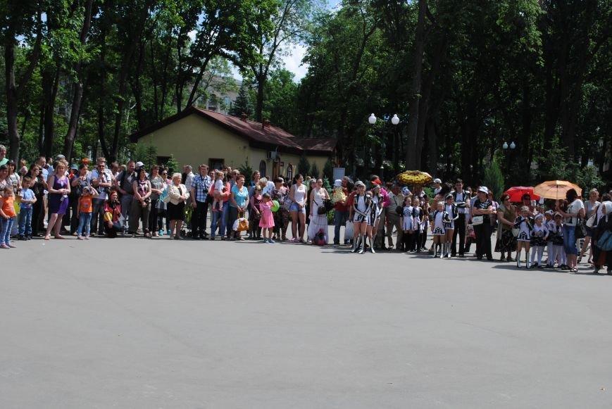 Харьковчане превратили аллею парка Горького в один огромный рисунок (ФОТО), фото-2