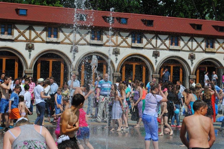 Харьковчане превратили аллею парка Горького в один огромный рисунок (ФОТО), фото-6