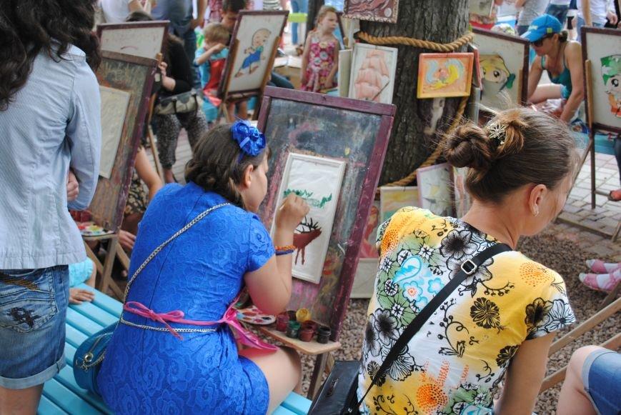 Харьковчане превратили аллею парка Горького в один огромный рисунок (ФОТО), фото-13