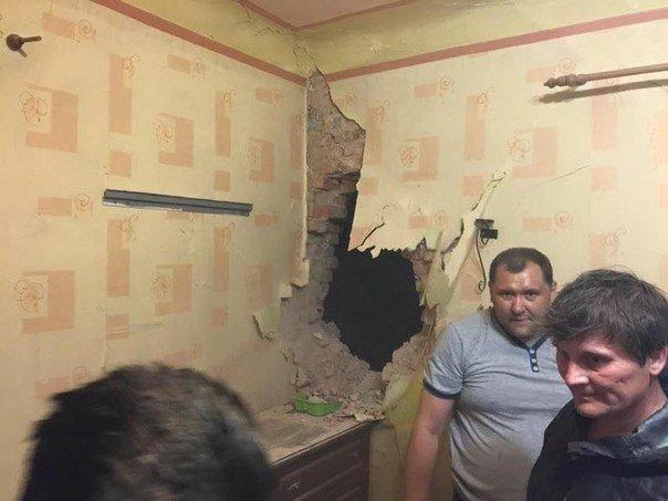 В Донецке снаряд залетел в квартиру (ФОТО) (фото) - фото 1