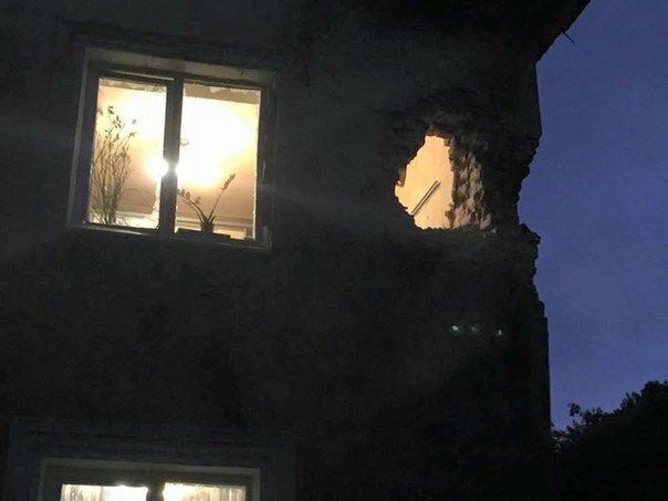 В Донецке снаряд залетел в квартиру (ФОТО) (фото) - фото 4