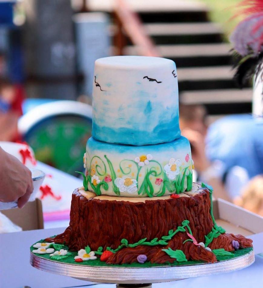 В центре Одессы 50 невест разрезали свадебные торты (ФОТОРЕПОРТАЖ) (фото) - фото 2