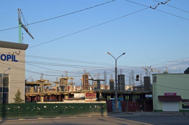 Біля тернопільського автовокзалу будують торговий центр (фото) (фото) - фото 1