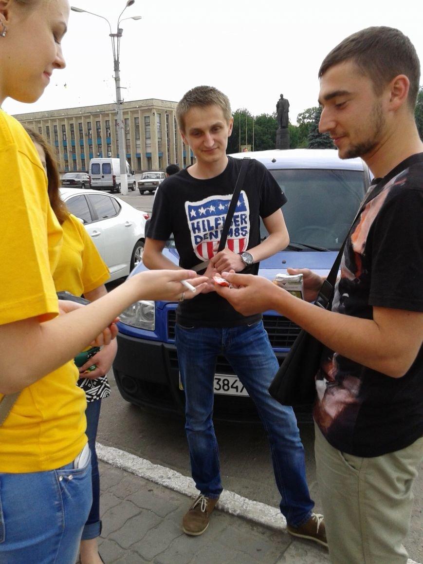 Днепродзержинцам предлагали обменять сигареты на конфеты (фото) - фото 2