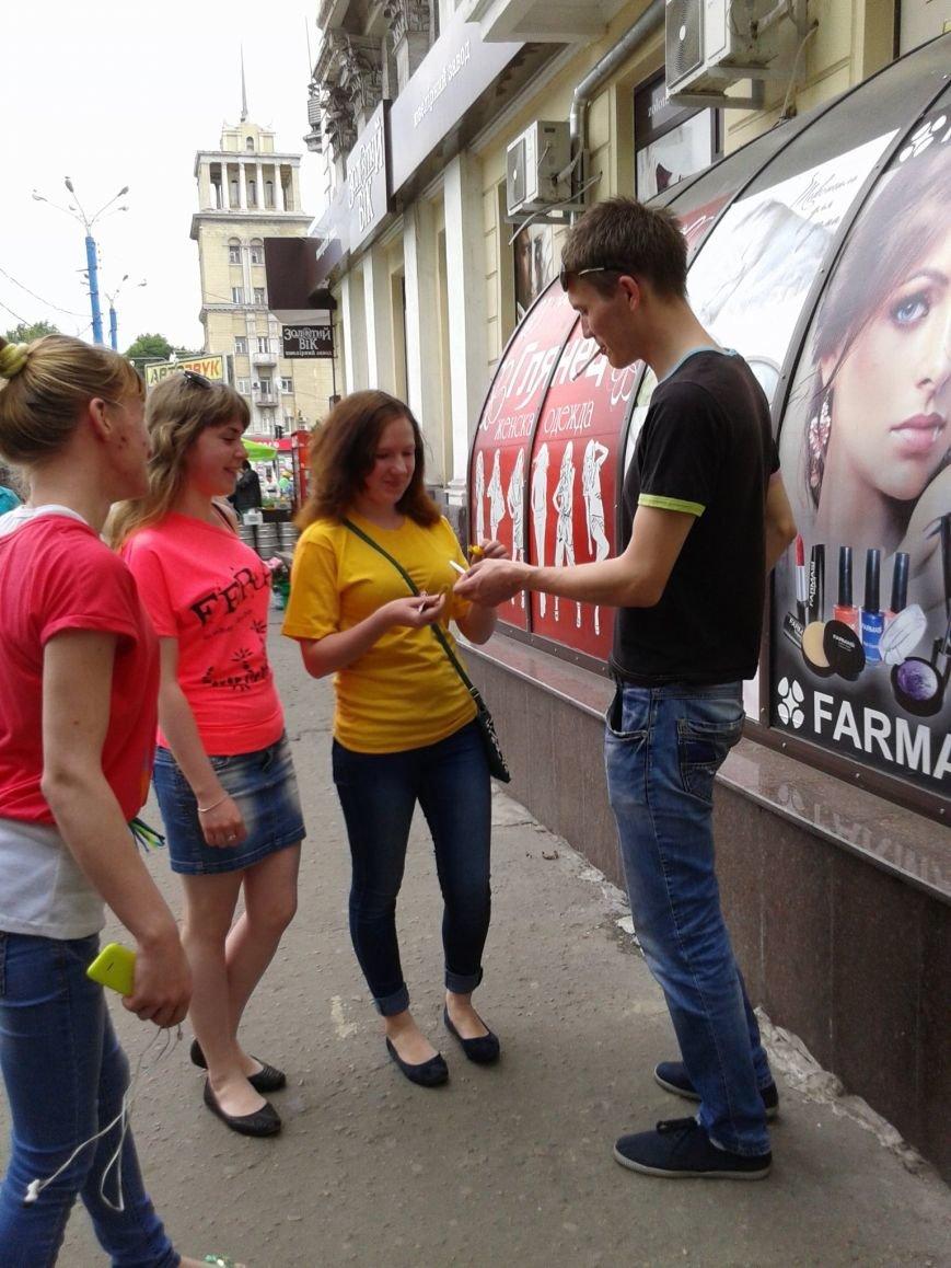 Днепродзержинцам предлагали обменять сигареты на конфеты, фото-4