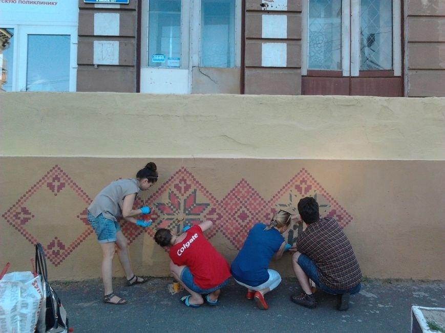 Николаевские патриоты одели в вышиванку детскую поликлинику (ФОТО) (фото) - фото 2
