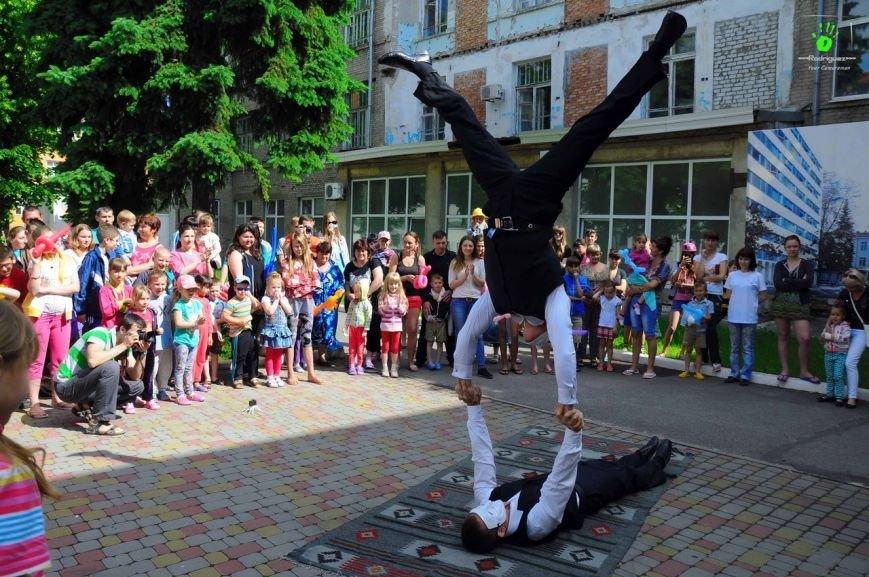 В Запорожье волонтеры на праздник развлекали детей в больнице (ФОТОРЕПОРТАЖ), фото-2