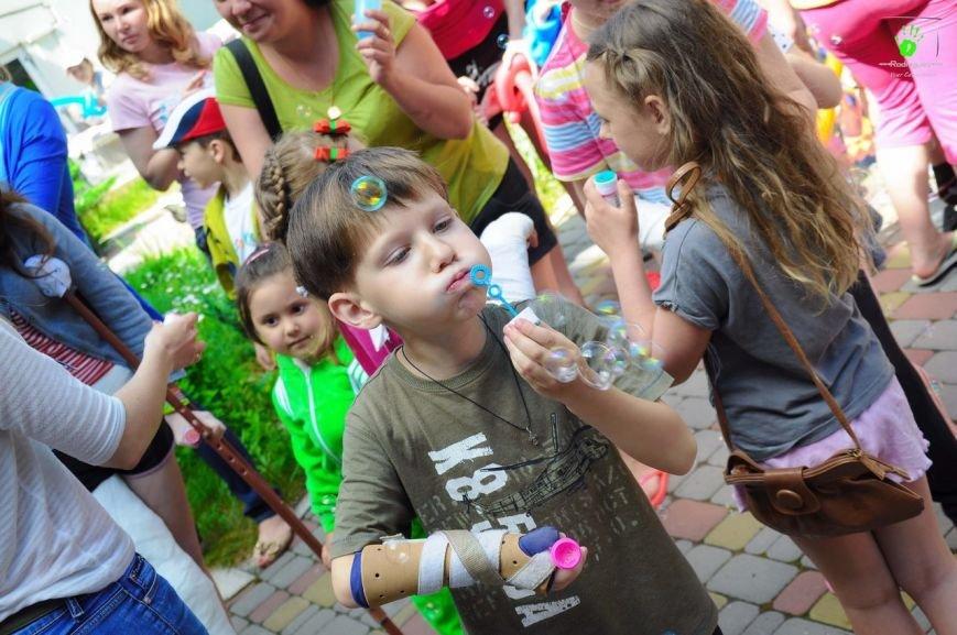 В Запорожье волонтеры на праздник развлекали детей в больнице (ФОТОРЕПОРТАЖ) (фото) - фото 1