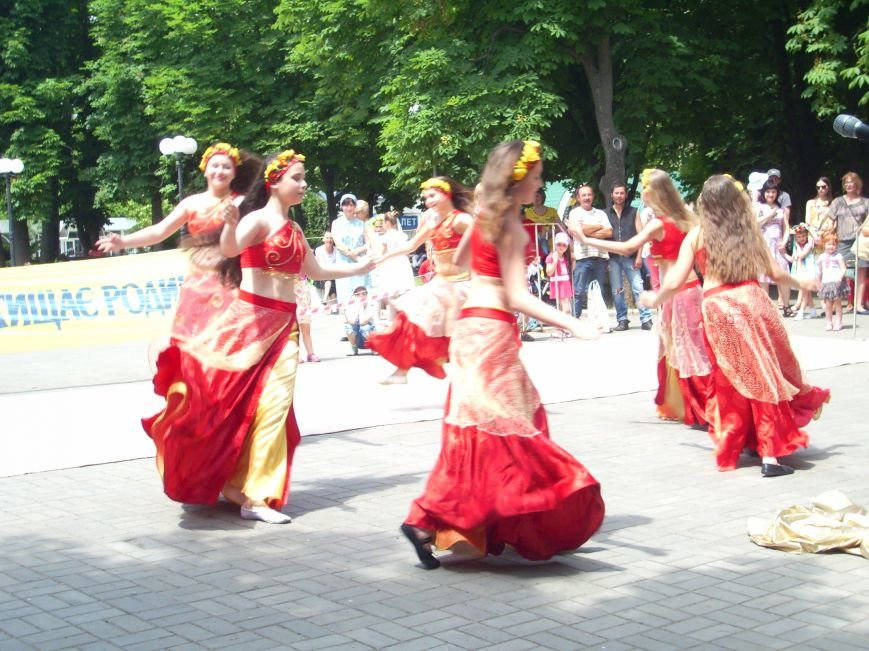 Масштабный благотворительный праздник объединил семьи николаевцев в Каштановом сквере (ФОТО), фото-2