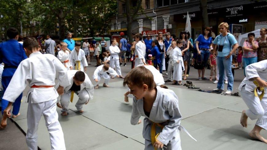 Масштабный благотворительный праздник объединил семьи николаевцев в Каштановом сквере (ФОТО), фото-1