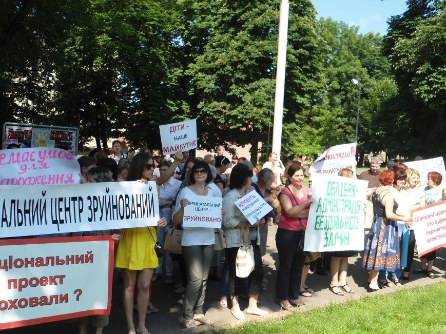 Як у Львові пікетують облдержадміністрацію (ФОТОРЕПОРТАЖ) (фото) - фото 1