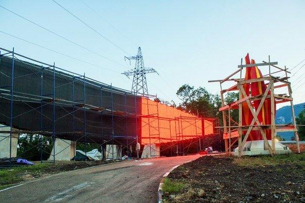 На въезде в «Артек» устанавливают гигантскую стелу-экран (ФОТО, ВИДЕО) (фото) - фото 2