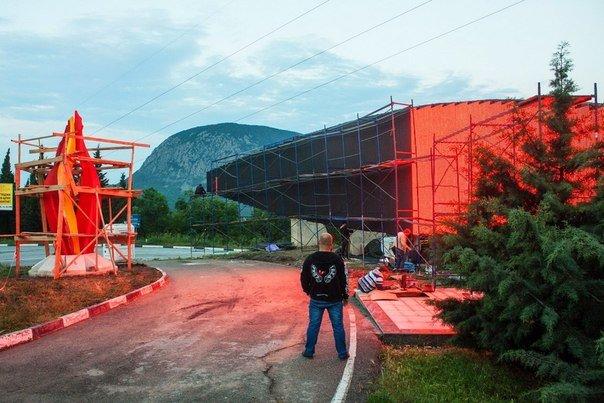 На въезде в «Артек» устанавливают гигантскую стелу-экран (ФОТО, ВИДЕО) (фото) - фото 3