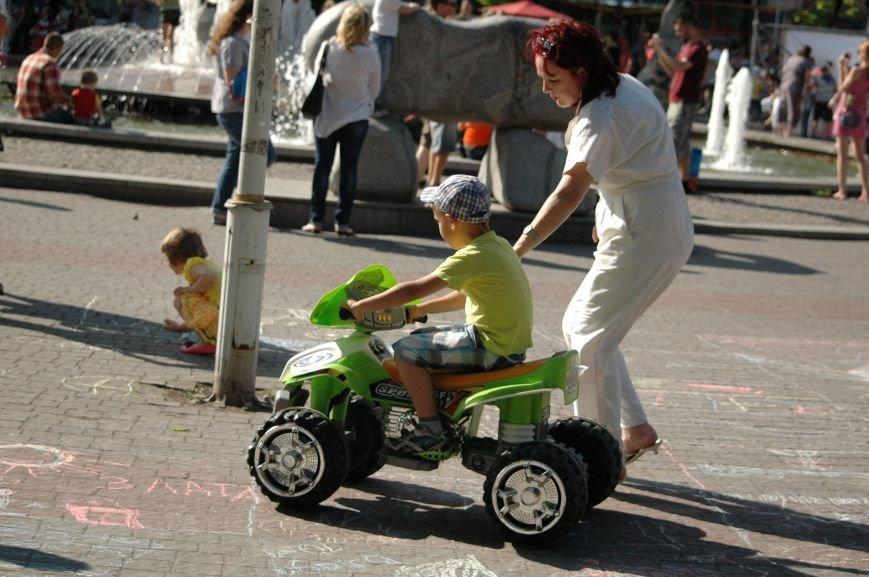В Запорожье состоялись массовые гуляния по случаю детского праздника (ФОТОРЕПОРТАЖ), фото-40
