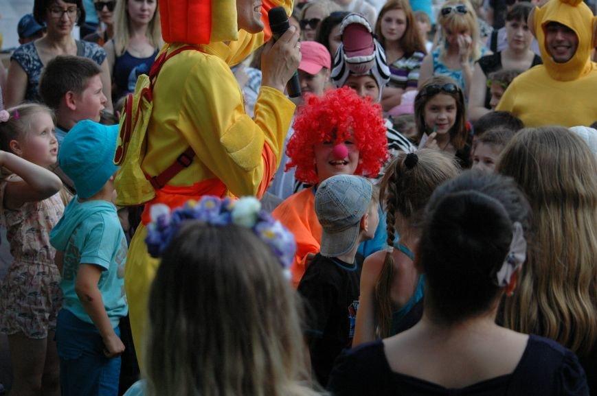 В Запорожье состоялись массовые гуляния по случаю детского праздника (ФОТОРЕПОРТАЖ), фото-31