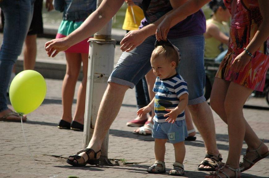 В Запорожье состоялись массовые гуляния по случаю детского праздника (ФОТОРЕПОРТАЖ), фото-19