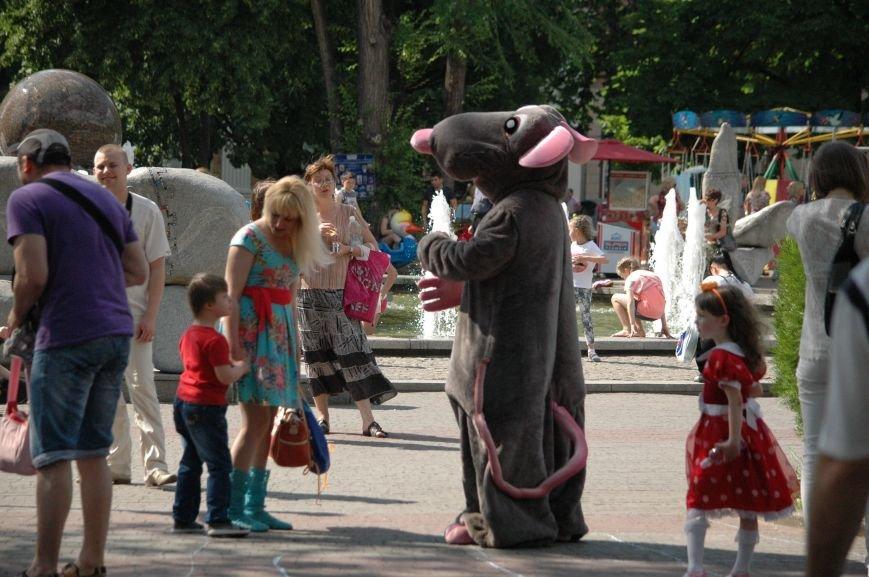 В Запорожье состоялись массовые гуляния по случаю детского праздника (ФОТОРЕПОРТАЖ), фото-17
