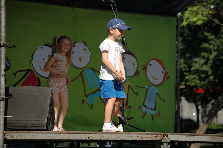 В Запорожье состоялись массовые гуляния по случаю детского праздника (ФОТОРЕПОРТАЖ), фото-24