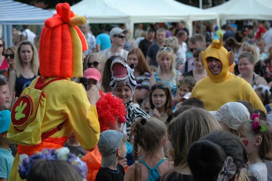 В Запорожье состоялись массовые гуляния по случаю детского праздника (ФОТОРЕПОРТАЖ), фото-32