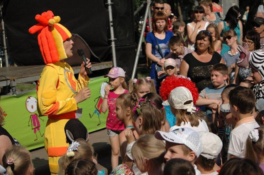 В Запорожье состоялись массовые гуляния по случаю детского праздника (ФОТОРЕПОРТАЖ), фото-30