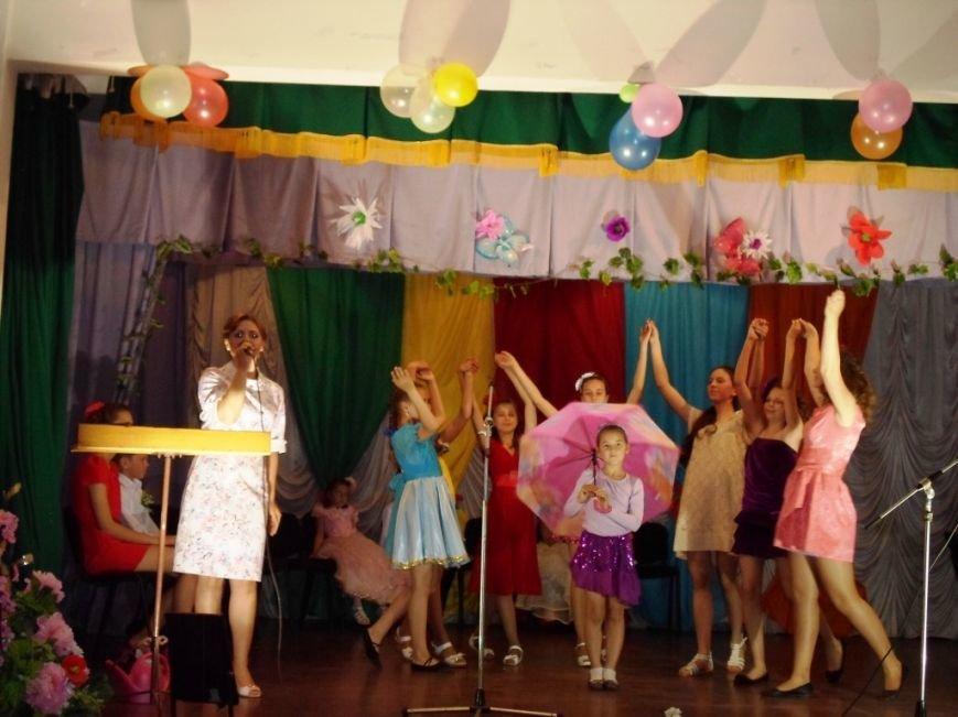 В Славянской районной школе искусств состоялся творческий отчет, посвященный Международному дню защиты детей (фото) - фото 1