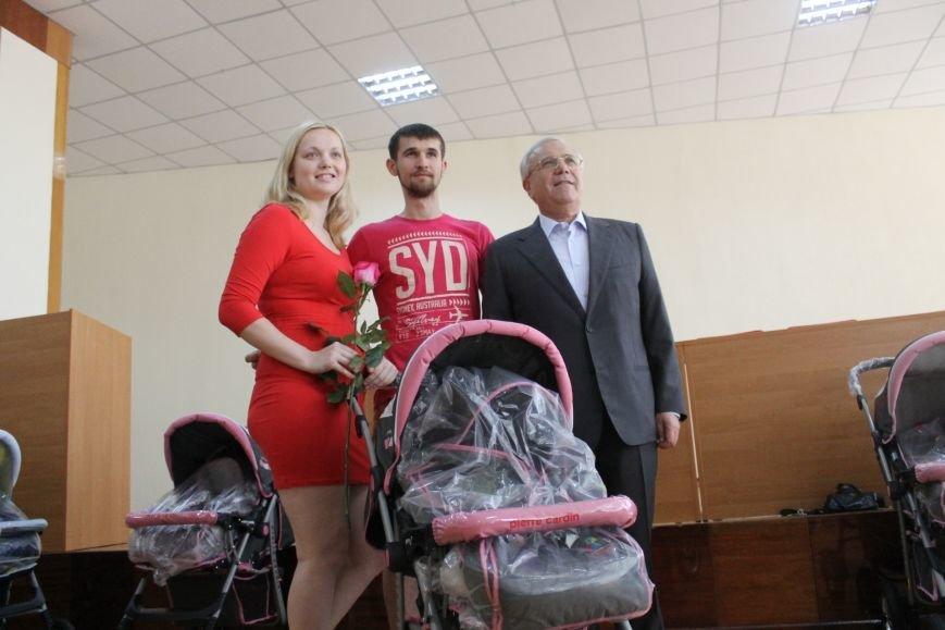 Городской голова Юрий Вилкул поздравил мам, родивших деток в День города  (ФОТО), фото-4