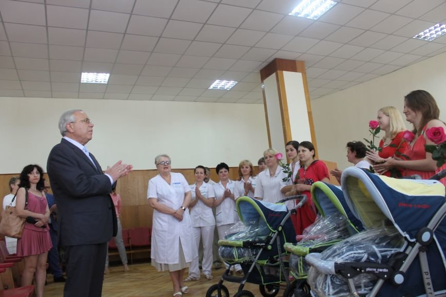 Городской голова Юрий Вилкул поздравил мам, родивших деток в День города  (ФОТО), фото-6