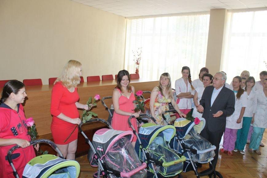 Городской голова Юрий Вилкул поздравил мам, родивших деток в День города  (ФОТО), фото-11