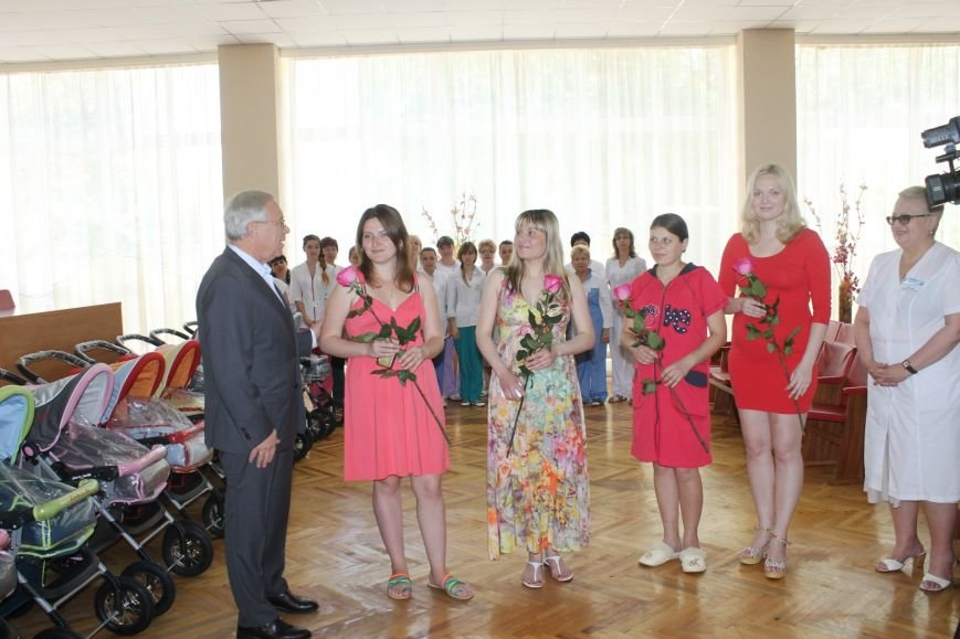 Городской голова Юрий Вилкул поздравил мам, родивших деток в День города  (ФОТО), фото-10