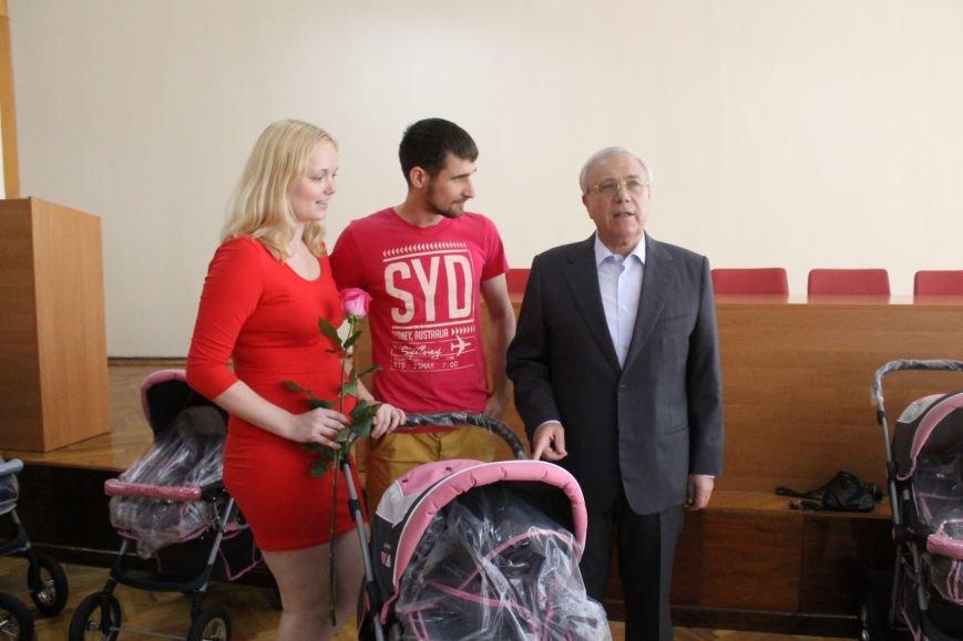 Городской голова Юрий Вилкул поздравил мам, родивших деток в День города  (ФОТО), фото-3
