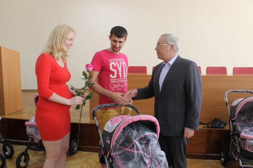 Городской голова Юрий Вилкул поздравил мам, родивших деток в День города  (ФОТО), фото-2