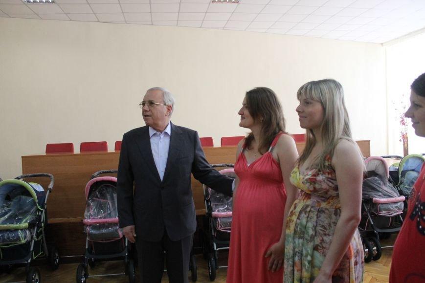 Городской голова Юрий Вилкул поздравил мам, родивших деток в День города  (ФОТО), фото-16